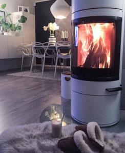 BILDE: De varme flammene kommer godt med året rundt i kalde og mørke Tromsø.