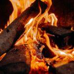 Ved i flammer
